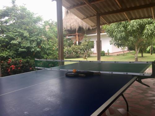 Tafeltennisfaciliteiten bij Palomino Breeze Hostal of in de buurt