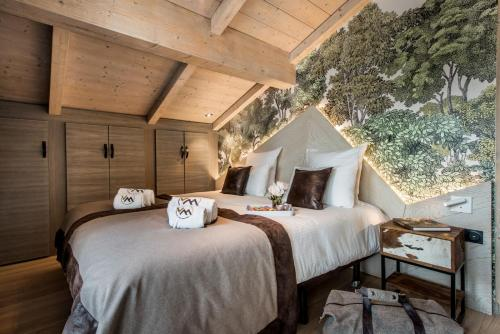 A bed or beds in a room at Chalet Skadi - Village Montana