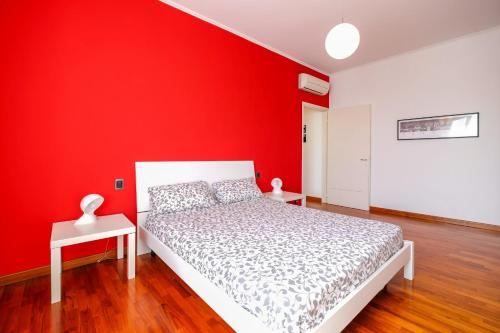 A bed or beds in a room at Bicocca Arcimboldi Apartment