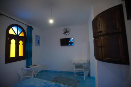Télévision ou salle de divertissement dans l'établissement Dar Swiar