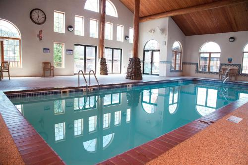 The swimming pool at or near Best Western Golden Spike Inn & Suites