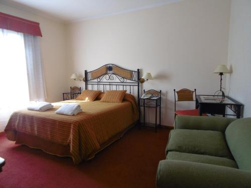 A bed or beds in a room at Hostería Cumbres Blancas
