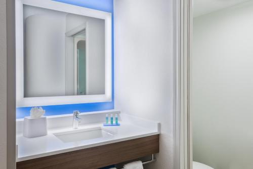 A bathroom at Holiday Inn Express & Suites - Nearest Universal Orlando