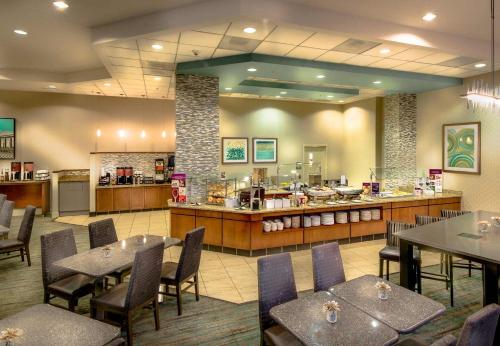 A restaurant or other place to eat at Residence Inn Arlington Courthouse