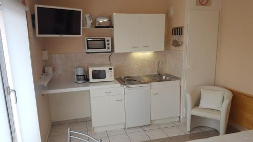 A kitchen or kitchenette at Locations Vacances Obernai