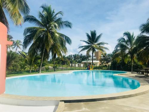 The swimming pool at or near Casa de Praia com piscina - Beach Paradise