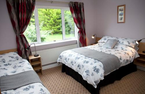 A bed or beds in a room at Inny Bay Bed and Breakfast