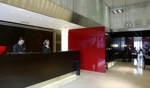 The lobby or reception area at Hotel Zenit Bilbao