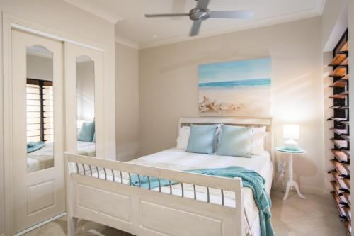 A bed or beds in a room at 6 Beachside