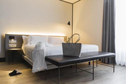 Cama o camas de una habitación en ICON Embassy by Petit Palace