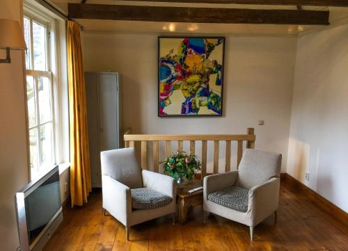 A seating area at Apple Tree Cottage - charming detached canalhouse in our garden - city heart Gouda