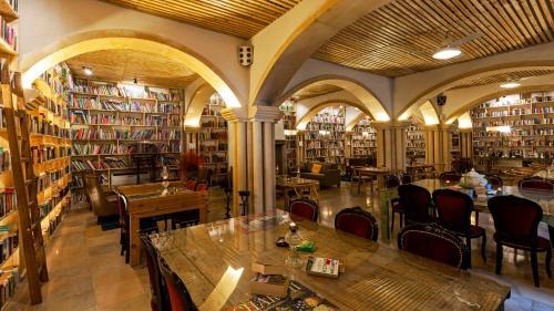 Ein Restaurant oder anderes Speiselokal in der Unterkunft The Literary Man Obidos Hotel