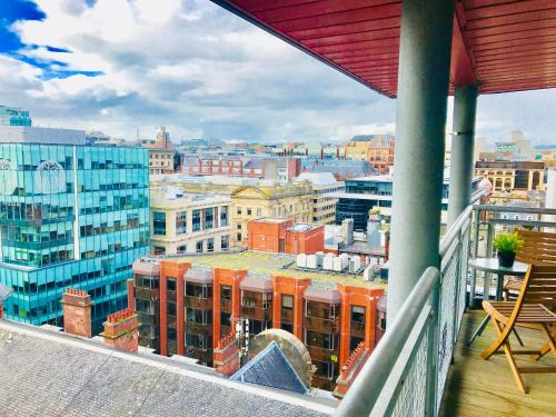 Glasgow Central Station - THE PENTHOUSE - with Parking and Huge Terrace (3 bedrooms, 2 bathrooms, 1 living room/Kitchen)