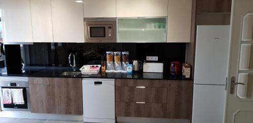 A kitchen or kitchenette at Hipótese Magnífica