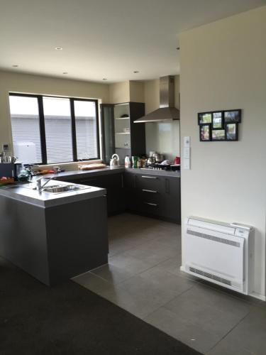 A kitchen or kitchenette at The Rock