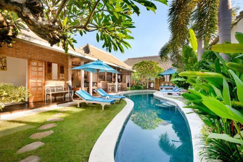 The swimming pool at or near Villa Amsa