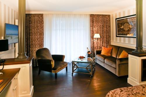 Ein Sitzbereich in der Unterkunft Europa Hotel Kühlungsborn
