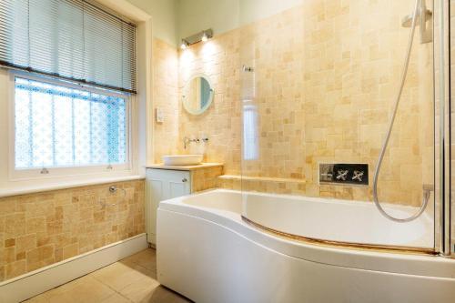 Salle de bains dans l'établissement Veeve - Riverside Mansions