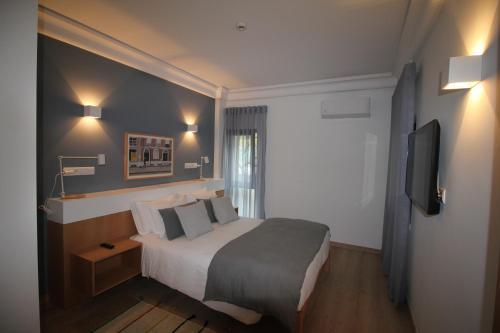 Uma cama ou camas num quarto em Imperador Hotel