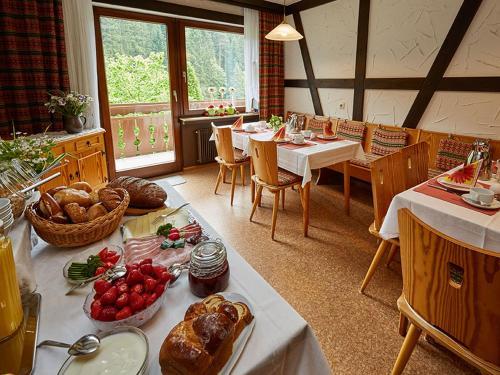 Ein Restaurant oder anderes Speiselokal in der Unterkunft Haus am Kaltenbach