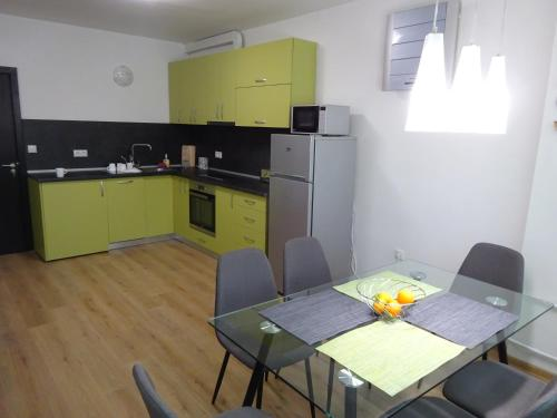 A kitchen or kitchenette at Apollo Central apart