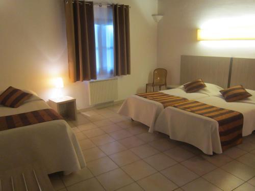 Un ou plusieurs lits dans un hébergement de l'établissement La Taverne