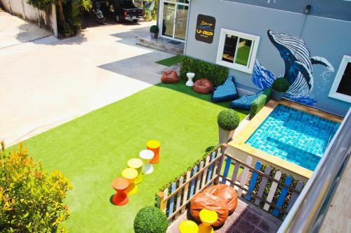 Ein Blick auf den Pool von der Unterkunft The Ri Hotel oder aus der Nähe