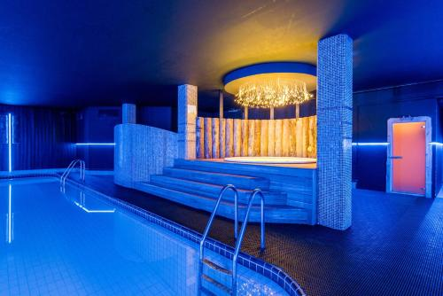 The swimming pool at or close to Park Inn by Radisson Pulkovskaya Hotel & Conference Centre St Petersburg