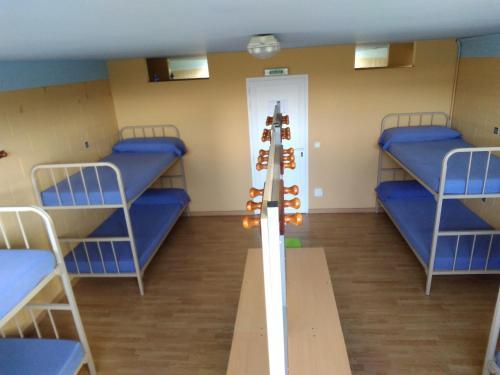 A bunk bed or bunk beds in a room at Albergue Santiago Apostol