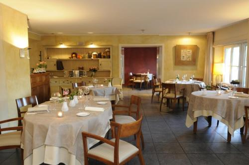 A restaurant or other place to eat at Manoir Kasselslay