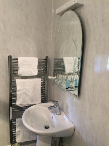 A bathroom at The Oast
