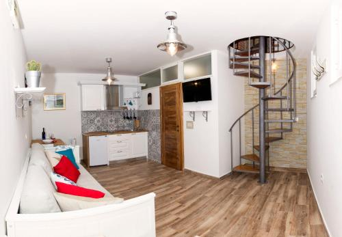A kitchen or kitchenette at Old Split Apartment