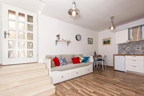 A seating area at Old Split Apartment