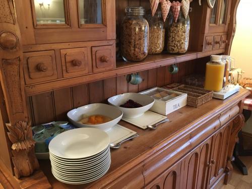 A kitchen or kitchenette at Plumpton Court