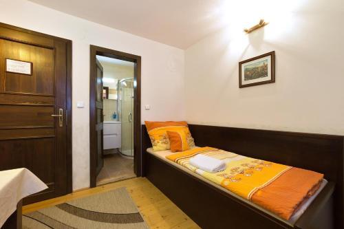 A bed or beds in a room at Ubytování Zámecké Schody