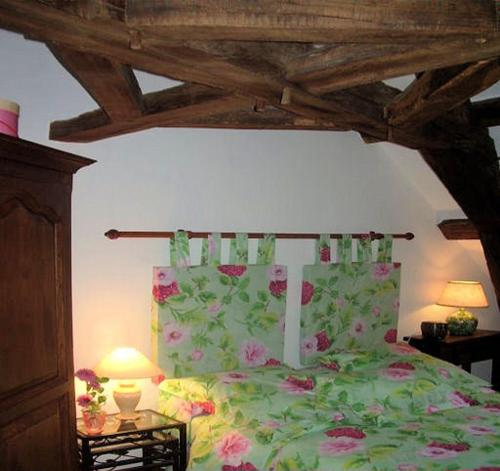 A bed or beds in a room at Chambres d'Hôtes des Caissons