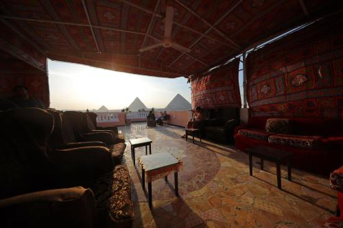 A seating area at Pyramids Loft Guesthouse