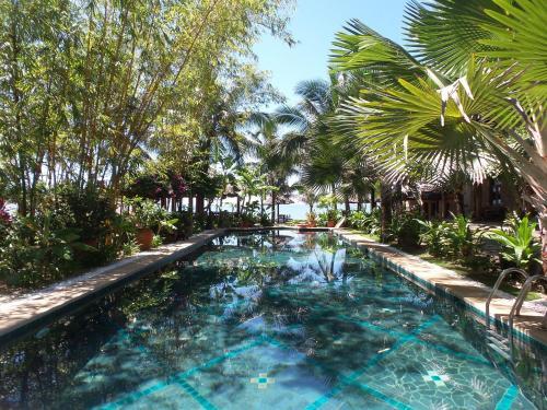 Hồ bơi trong/gần Full Moon Beach Resort