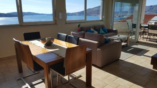 A restaurant or other place to eat at Apartment Coasting Croatia