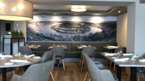 Ein Restaurant oder anderes Speiselokal in der Unterkunft Landgasthof Eiserner Ritter