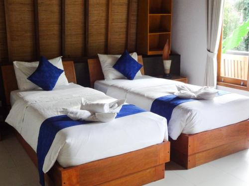 A bed or beds in a room at Teras Lombok Bungalow