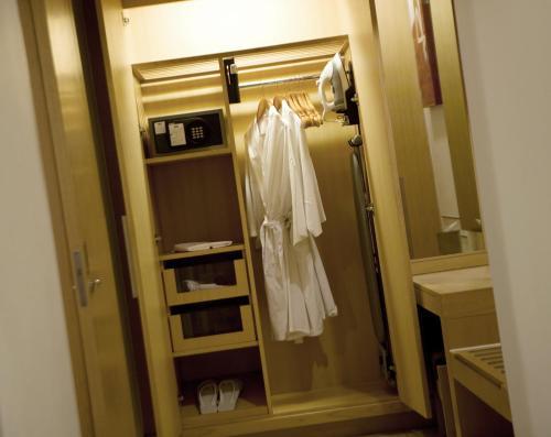 A bathroom at Holiday Inn Resort Baruna Bali