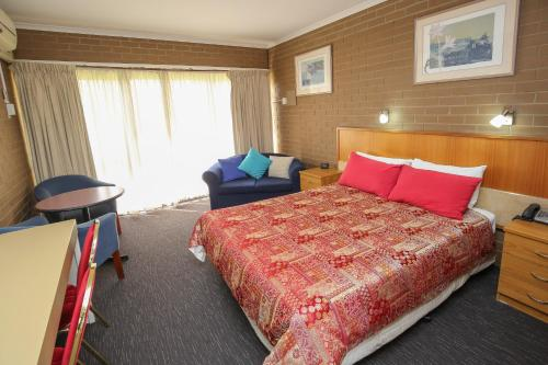 A bed or beds in a room at Mildura Motor Inn