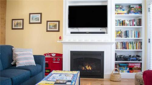 A television and/or entertainment center at Ospreys Perch Two-Bedroom Home