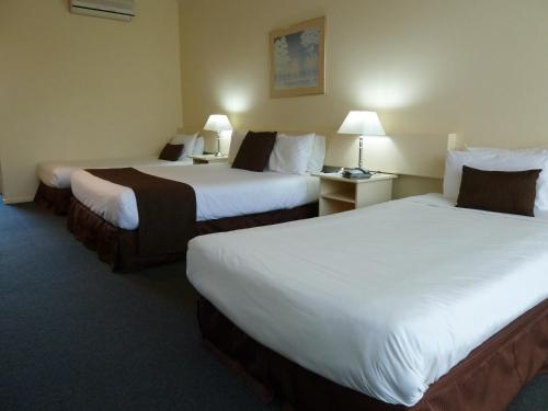 A bed or beds in a room at Frankston International