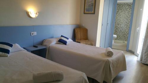 Cama o camas de una habitación en Hotel del Mar
