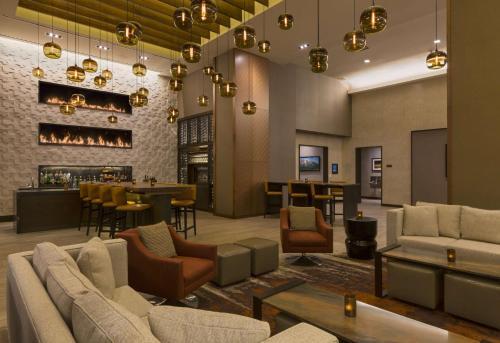 The lounge or bar area at Grand Hyatt Denver