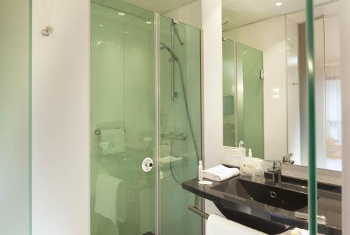 A bathroom at Escale Oceania Nantes