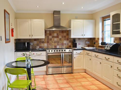 A kitchen or kitchenette at Trien Lodge