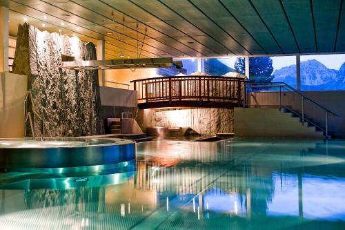 The swimming pool at or close to Arosa Kulm Hotel & Alpin Spa